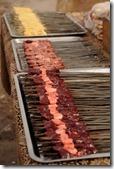Marché aux bestiaux de Kashgar, chachliks