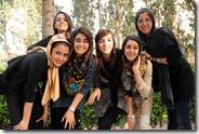 Kashan, Bagh-e Tarikhi-ye Fin, avec des étudiantes (très favorables au voile)