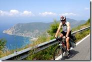 Aux Cinque Terre, route dominant les cinq villages